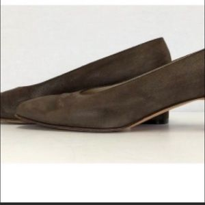 Salvatore Ferragamo genuine brown suede pumps 8.5